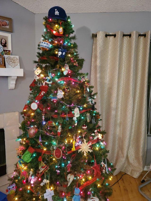 Unusual Christmas Tree Decoration Ideas (31 pics)