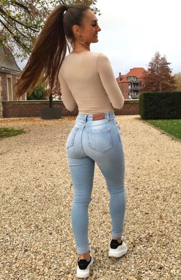 Girls In Tight Jeans (44 pics)