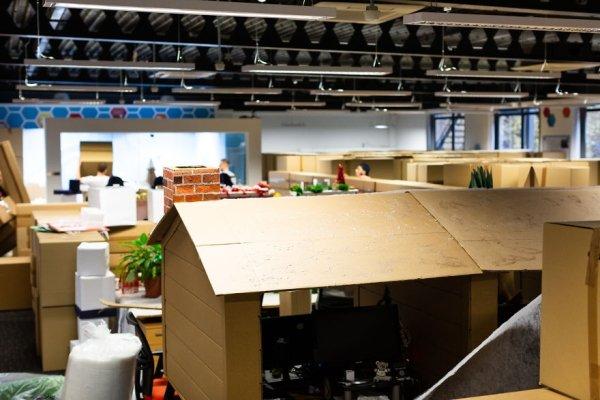 Office Christmas Maze (12 pics)