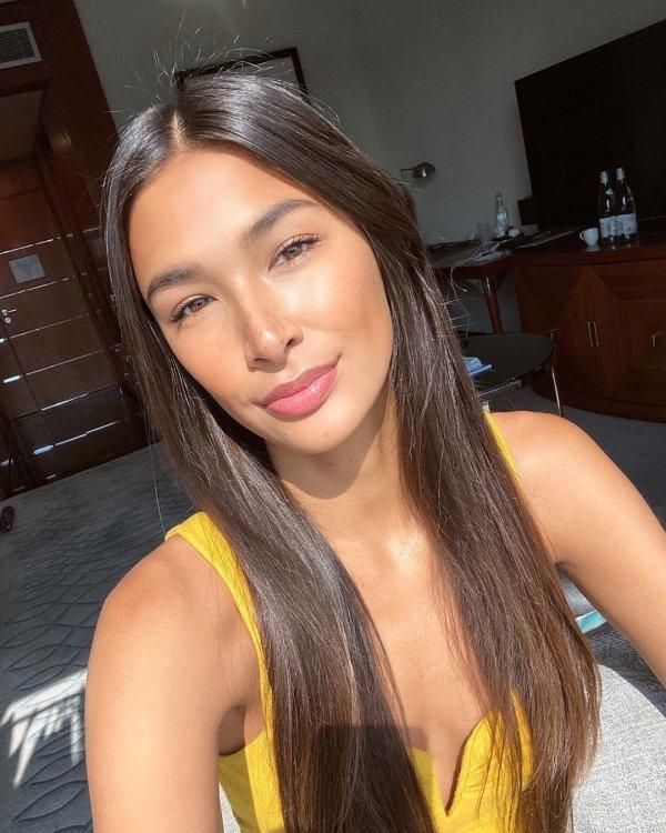 Hot Selfies (52 pics)