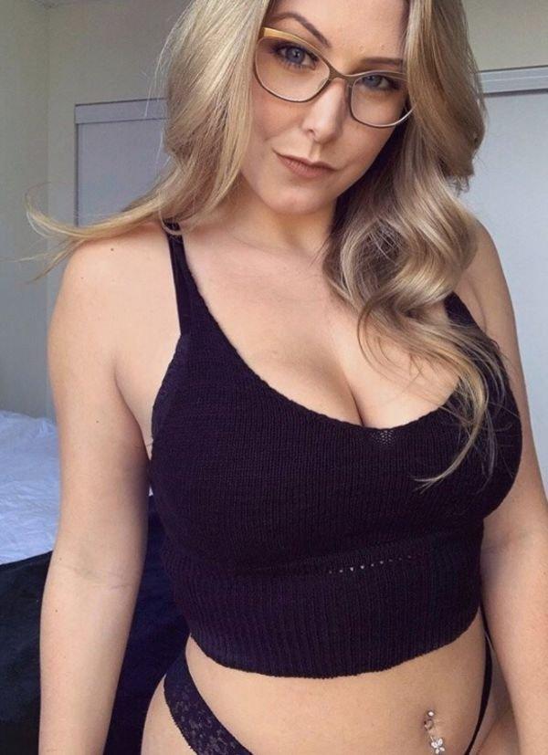 Girls In Glasses (38 pics)
