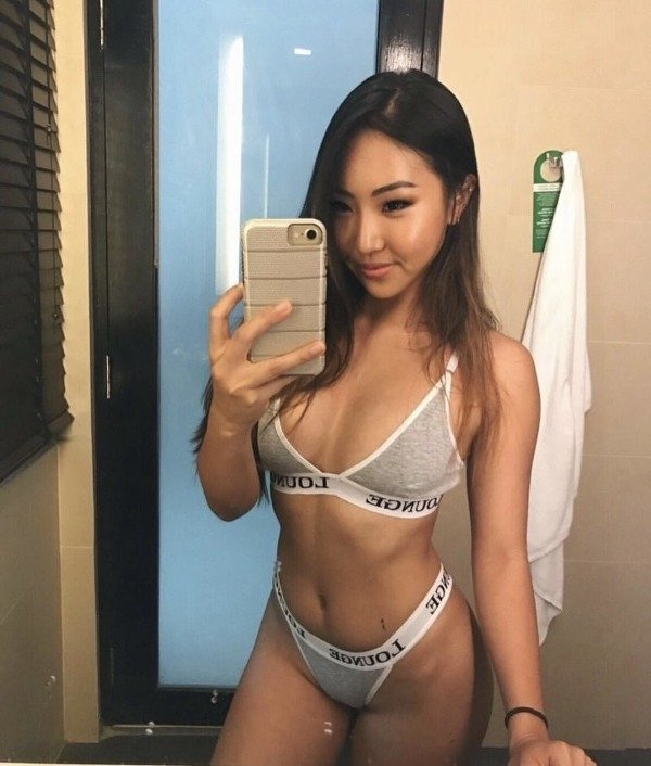 Beautiful Asian Girls (41 pics)