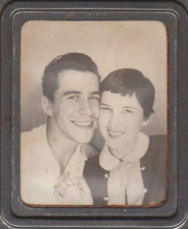 Gorgeous Old Family Photos (19 pics)