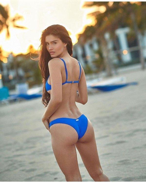 Bikini Beauties (50 pics)