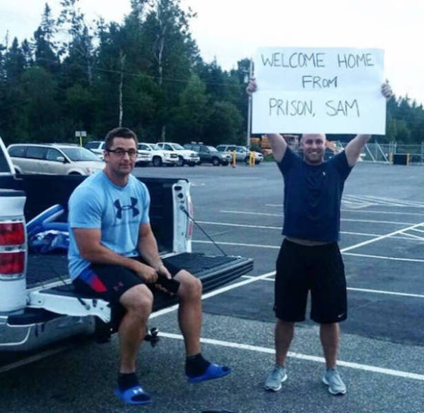 Hilarious Airport Pickup Signs (38 pics)