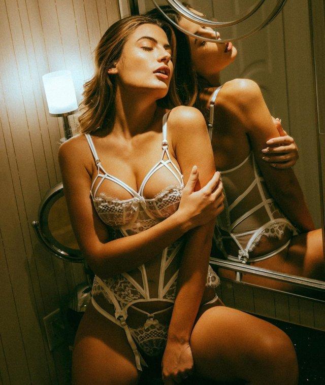 Girls In Lingerie (47 pics)