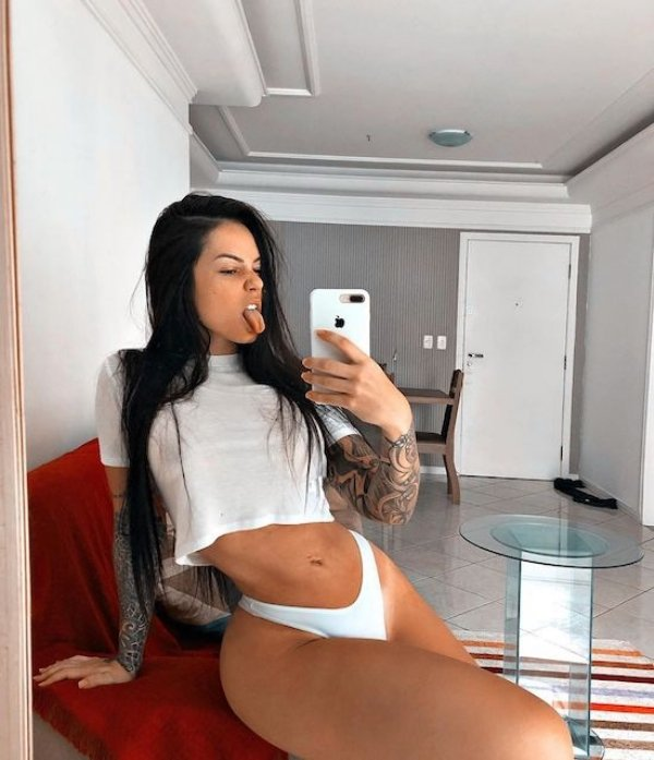 Hot Girls In White (51 pics)