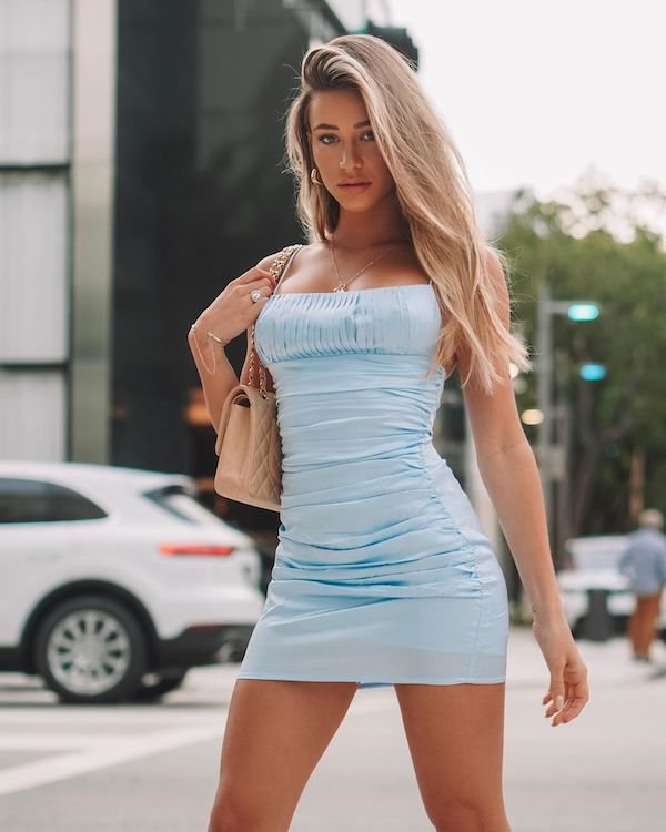 Girls In Tight Dresses (30 pics)