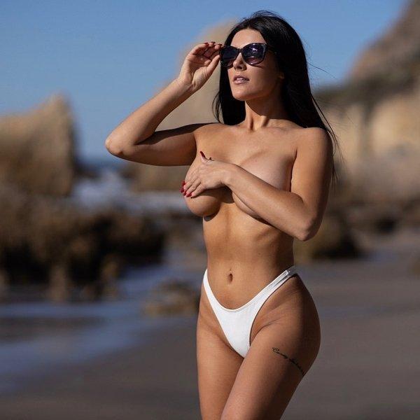 Beautiful Girls Wearing Sunglasses (42 pics)