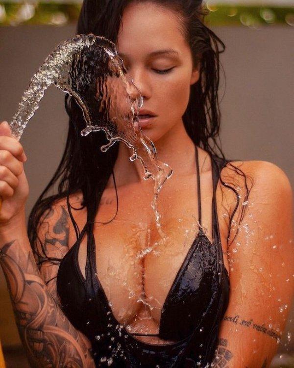Wet Girls (57 pics)