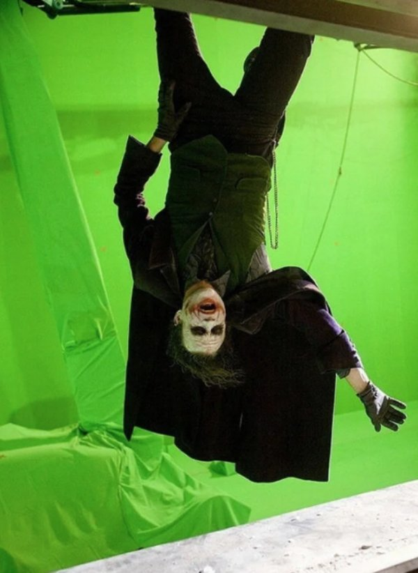 Behind-The-Scenes Photos From Famous Movies (32 pics)