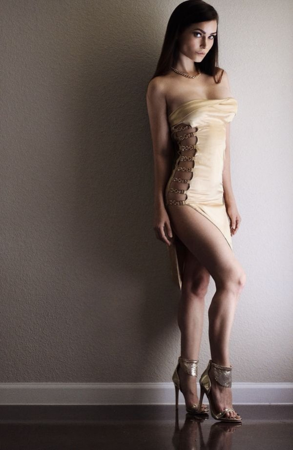 Girls Wearing High Heels (34 pics)