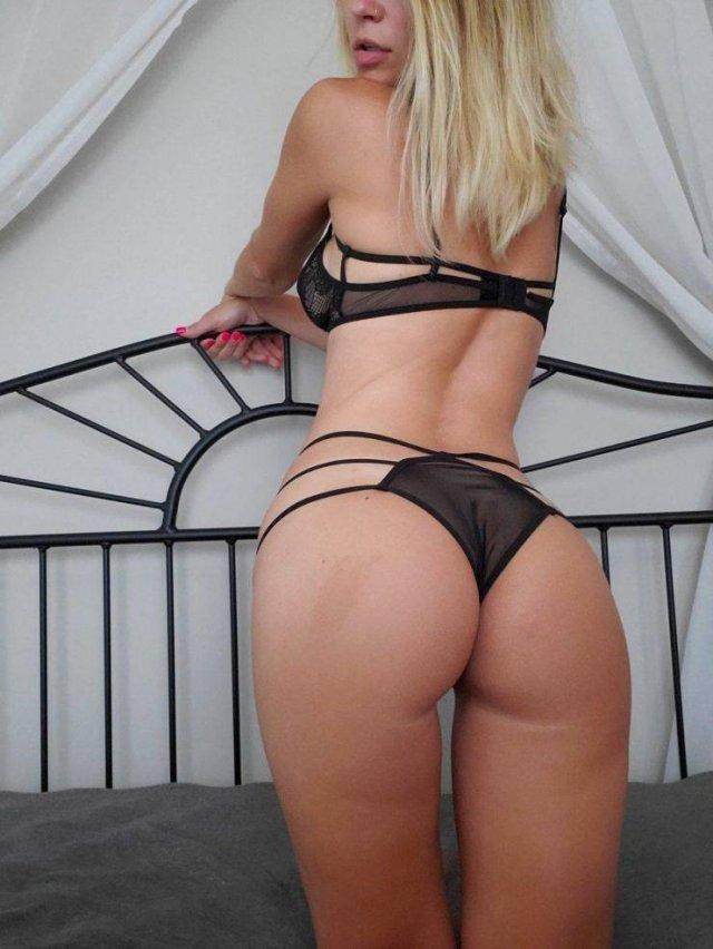 Rear View (57 pics)