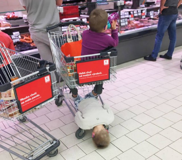 Parenting May Be Exhausting (21 pics)
