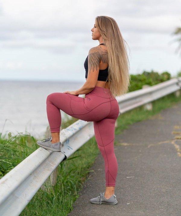 Girls In Yoga Pants (35 pics)