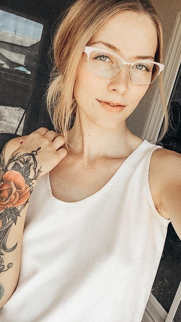 Girls In Glasses (35 pics)