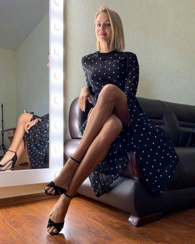 Girls With Beautiful Legs (52 pics)