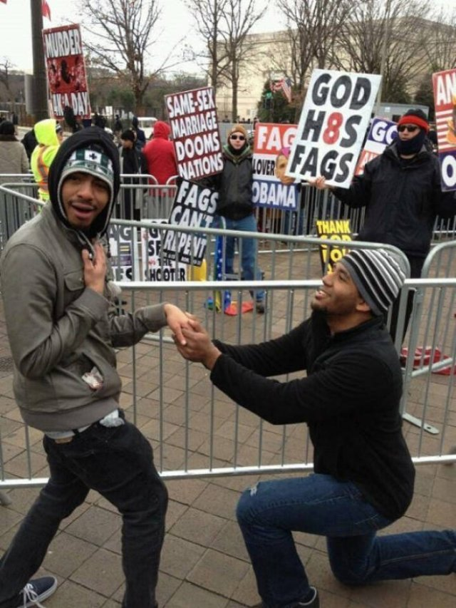 When Trolls Come To Protests (21 pics)
