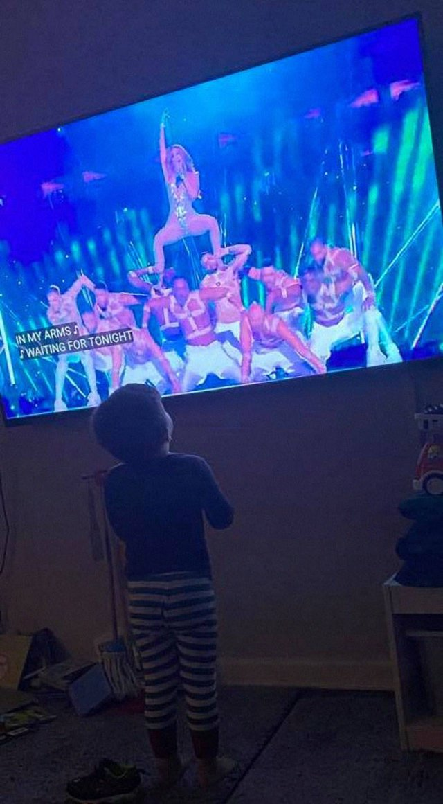 Kids' Reactions To The Super Bowl Halftime Show (32 pics)