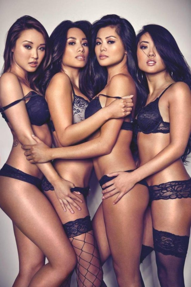 More Girls Are Better Than One (49 pics)