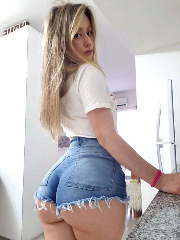 Girls In Tight Jeans (39 pics)