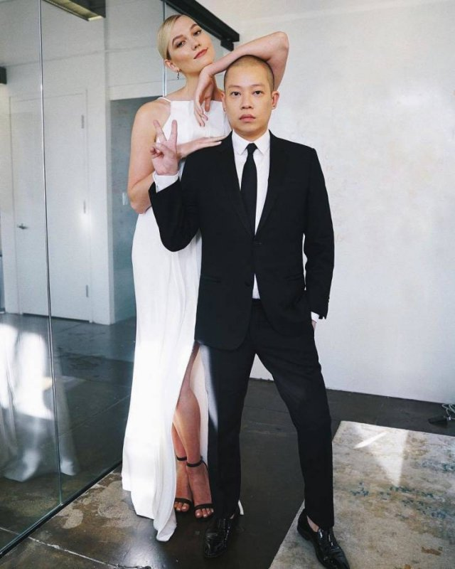 Tall Celebrities (22 pics)