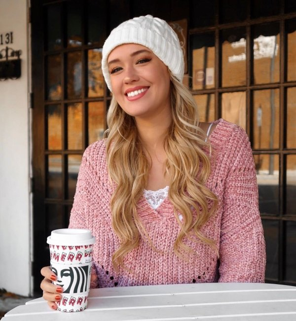 Girls Wearing Winter Clothes (38 pics)