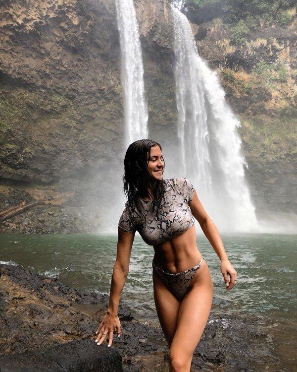 Wet Girls (40 pics)