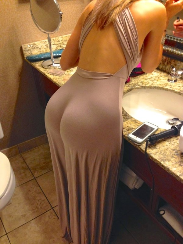 Girls In Tight Dresses (55 pics)