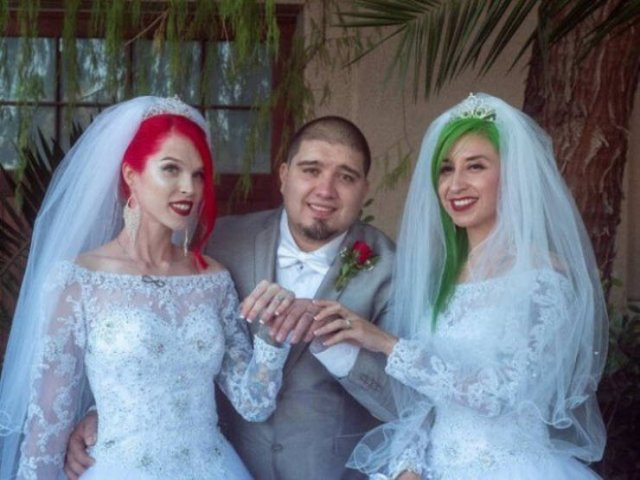 This American Guy Has Two Wives (30 pics)
