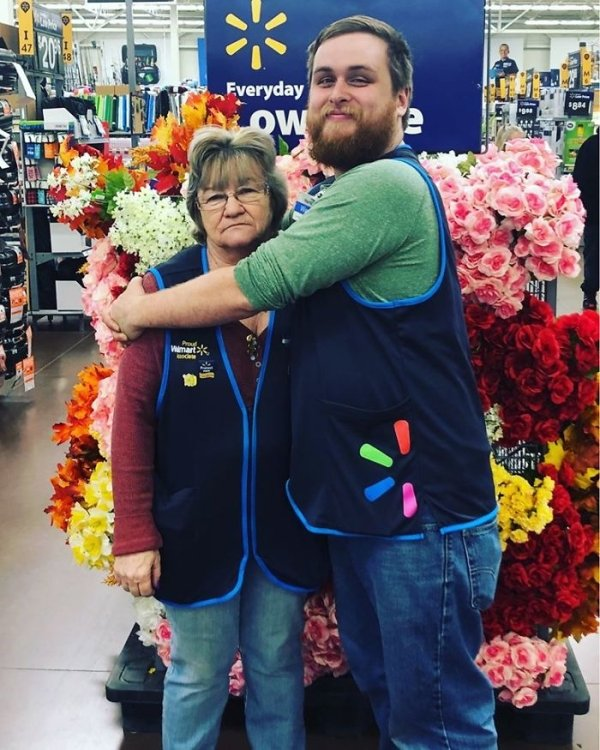 This Walmart Employee Knows How To Sell Products (23 pics)