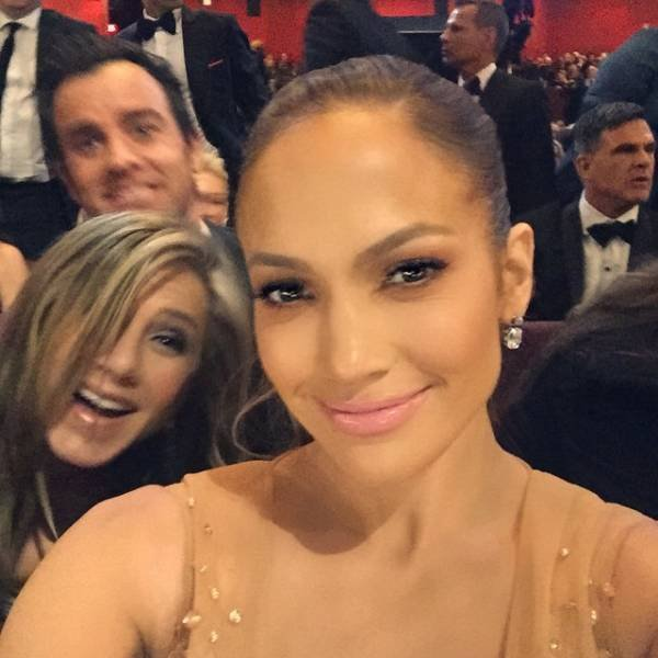 Celebs Who Are Real Photobomb Masters (20 pics)