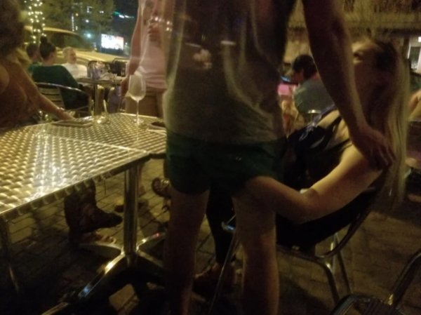 Don't Let These People Be In Restaurants (23 pics)