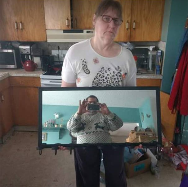 People Try To Sell Mirrors (22 pics)