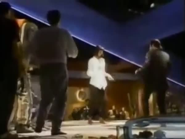 Tarantino Dancing Behind The Scenes Is Pure Joy