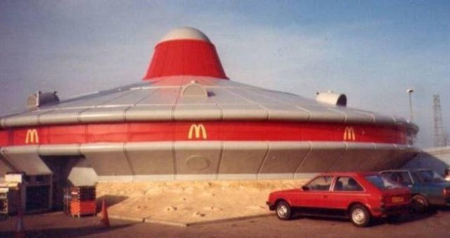 Amazing McDonald's Buildings (19 pics)