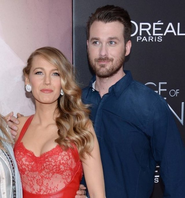 Celebrities With Their Siblings (13 pics)