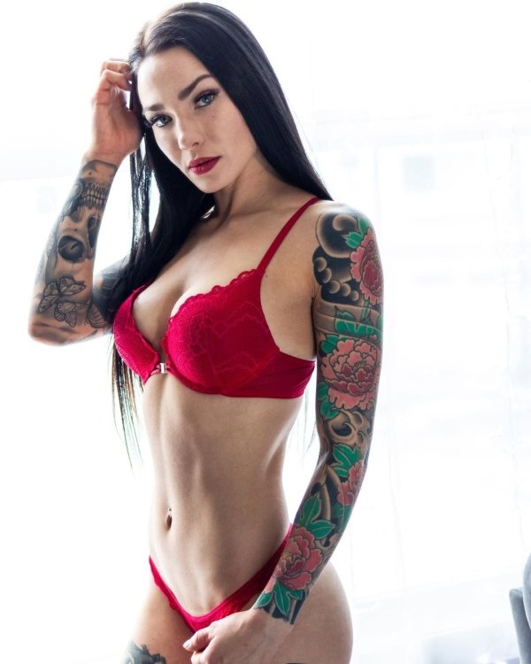 Girls With Tattoos (43 pics)