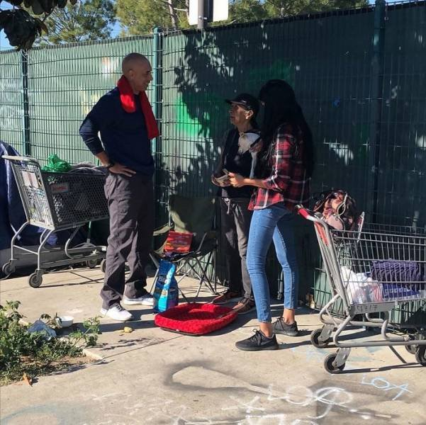 Californian Veterinarian Cures Homeless People's Animals For Free (13 pics)