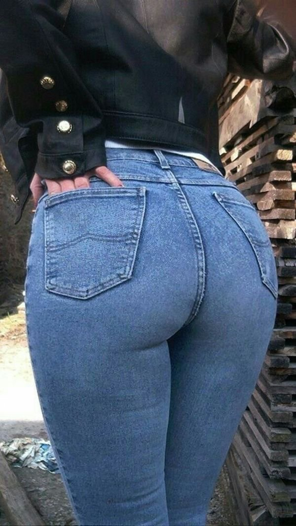 Girls In Jeans (43 pics)