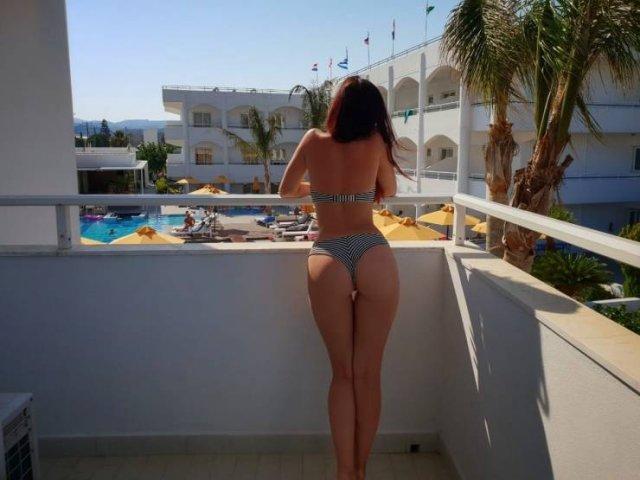 Rear View (51 pics)