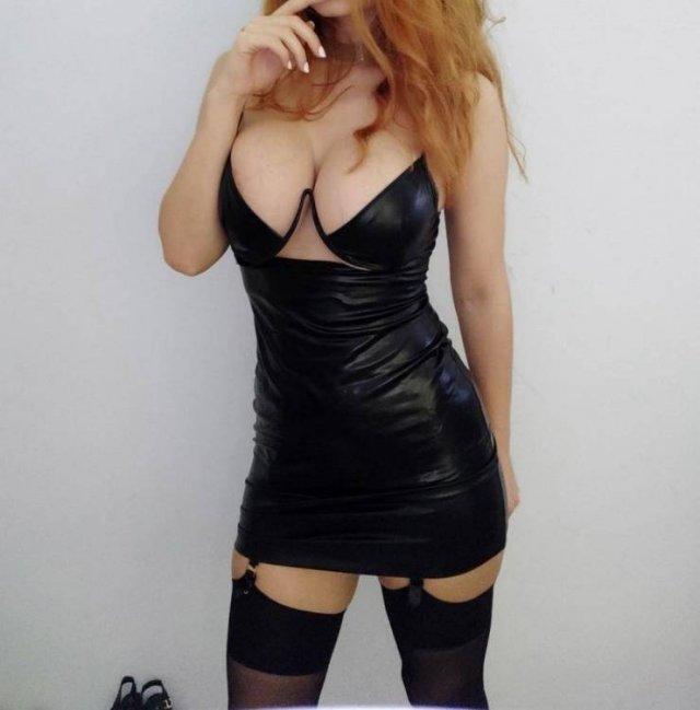 Girls In Tight Dresses (57 pics)