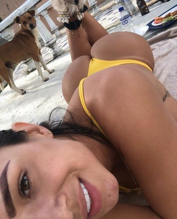 Butts Over Backs (38 pics)
