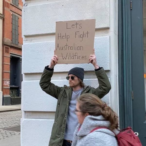 Dude With A Sign (29 pics)