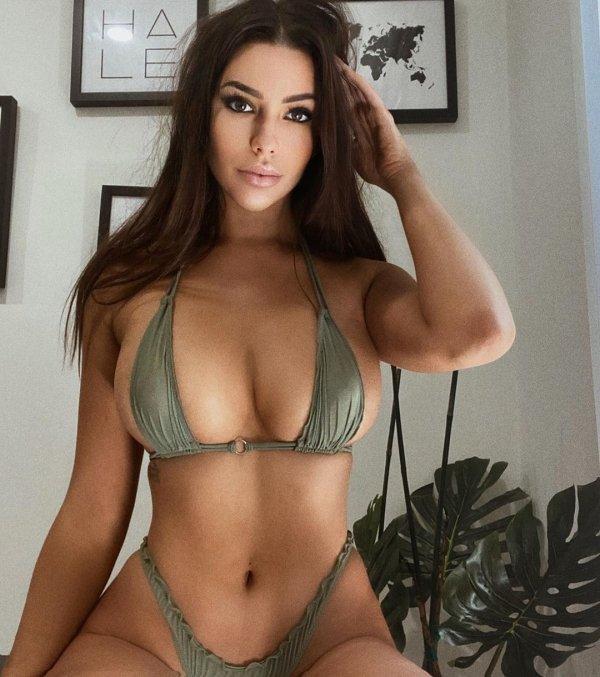 Girls In Bikinis (45 pics)