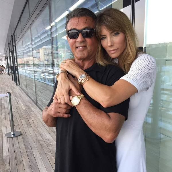 Celebrity Men And Their Beautiful Wives (17 pics)