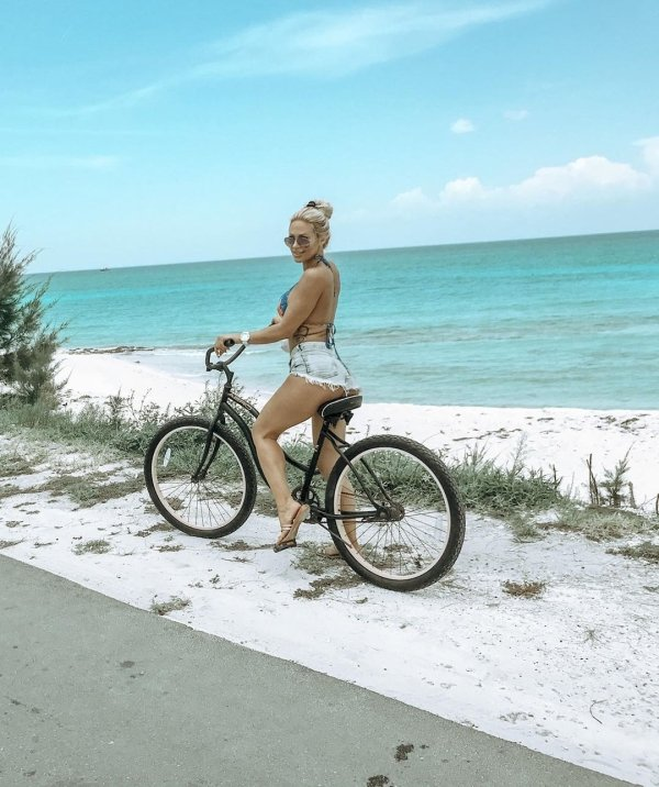 Bike Beauties (39 pics)