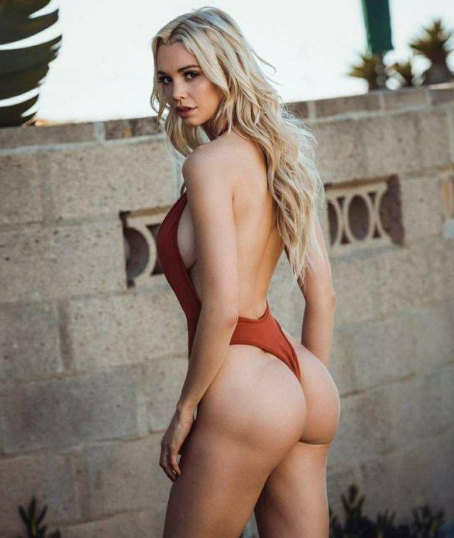 Rear View (78 pics)