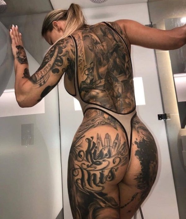 Girls With Tattoos (34 pics)