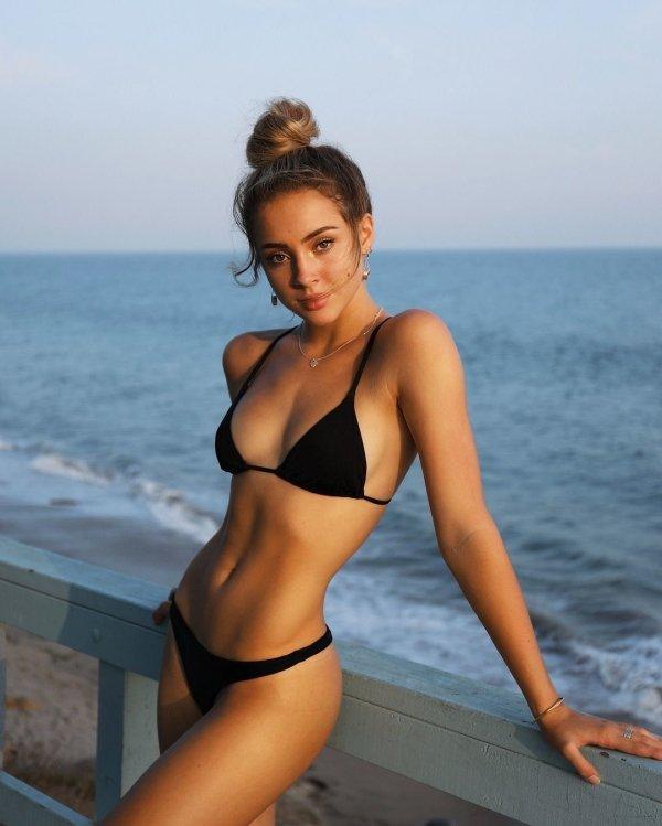 Girls In Bikinis (100 pics)